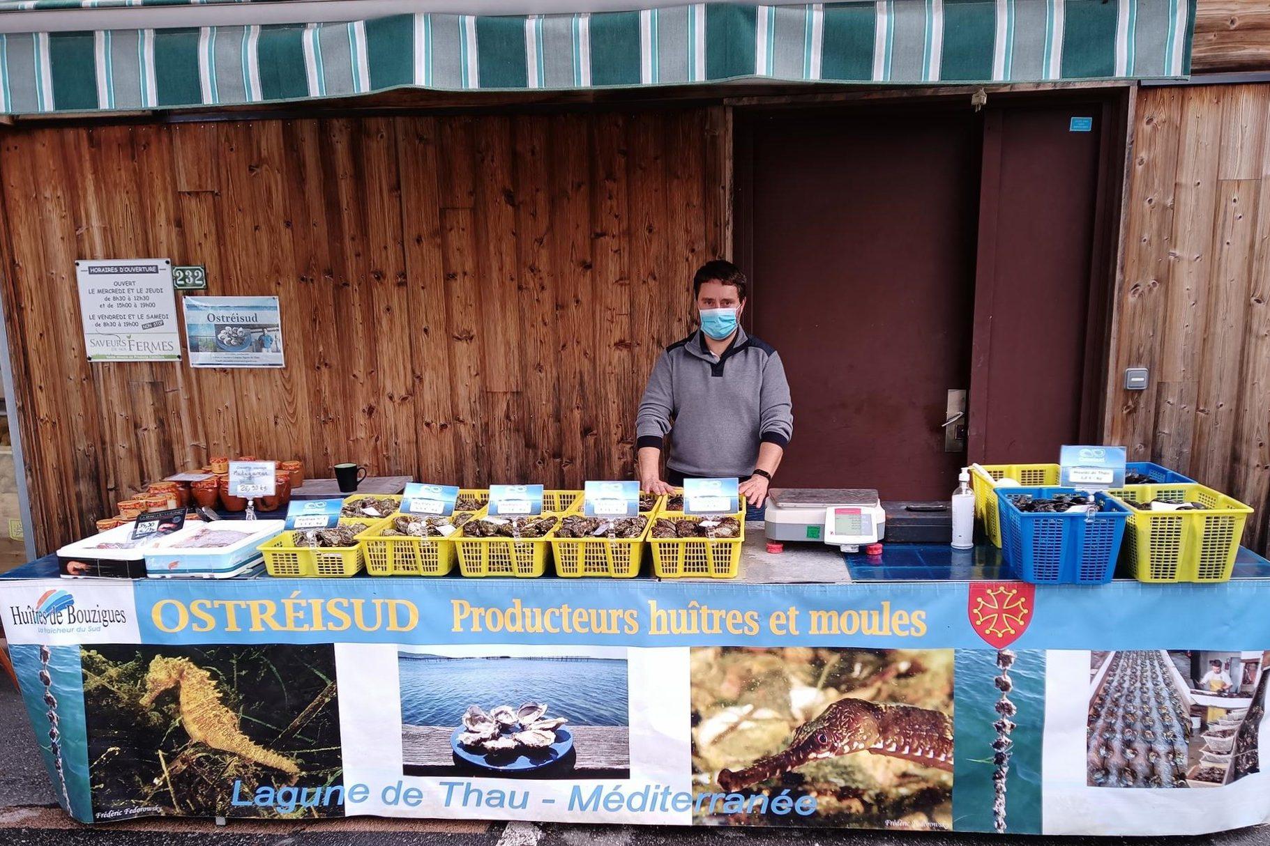 Préparation de la vente d'huitres et de moules à Albertville